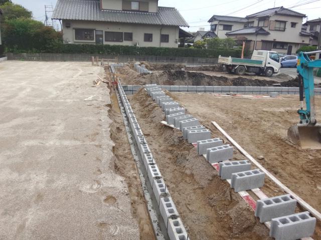 宅地と宅地の境界線にブロックを設置