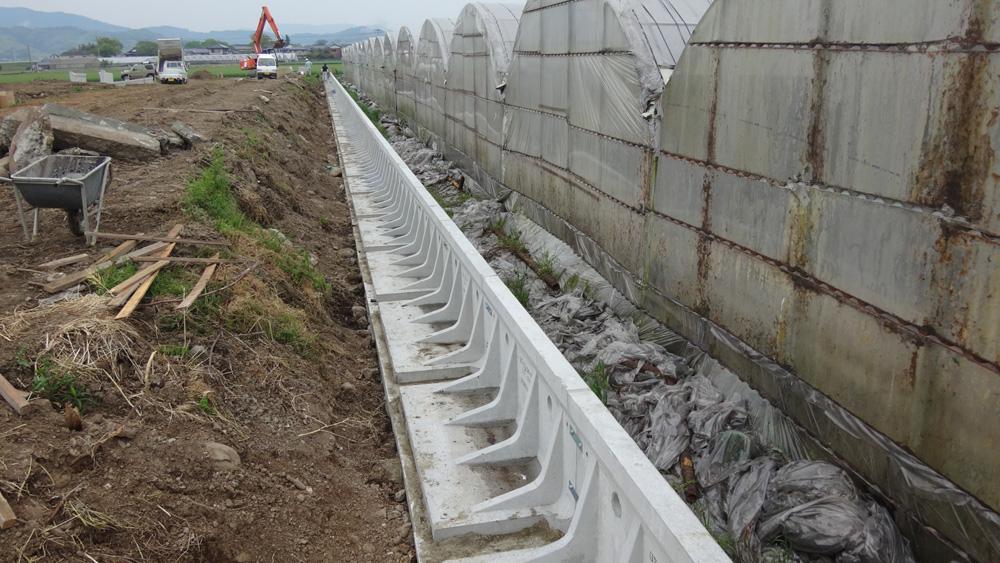 太陽光パネル設置地の造成および太陽光パネル基礎設置