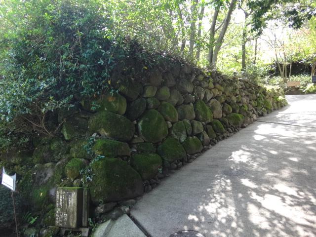 石積周辺の湿り調査および処置