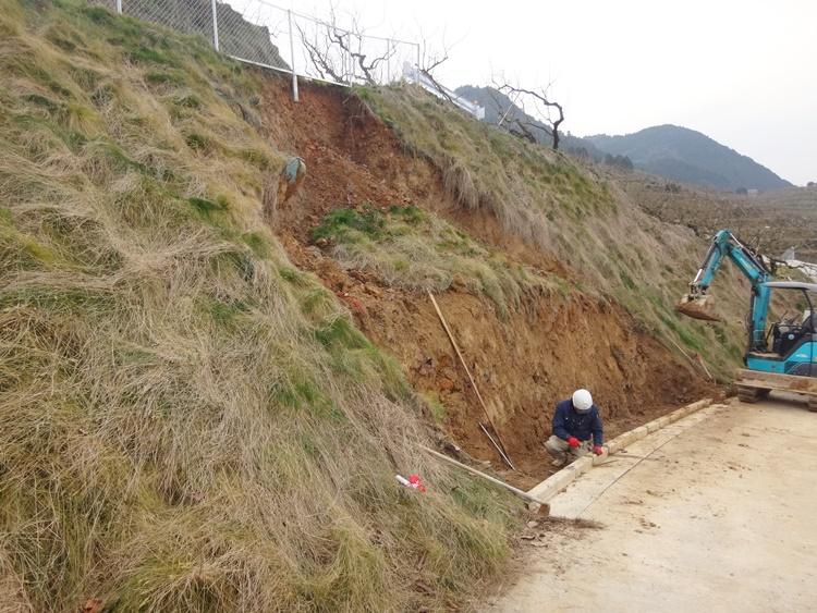 土砂崩れ修復工事