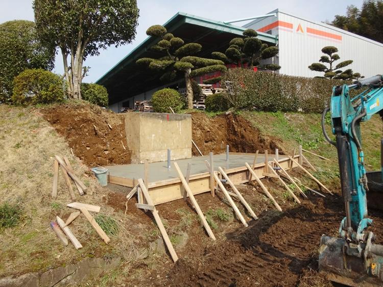 屋外水槽の施工