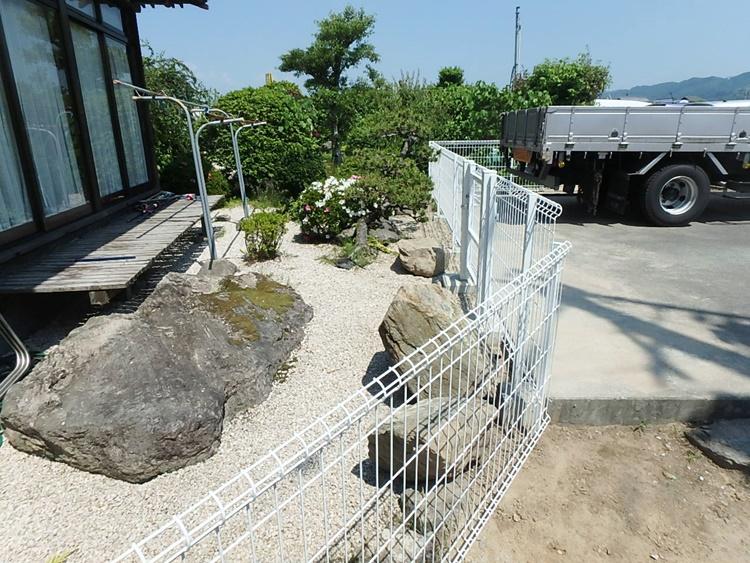 庭にフェンスを設置