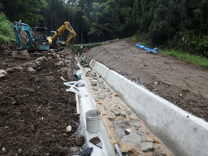 林道排水路工事