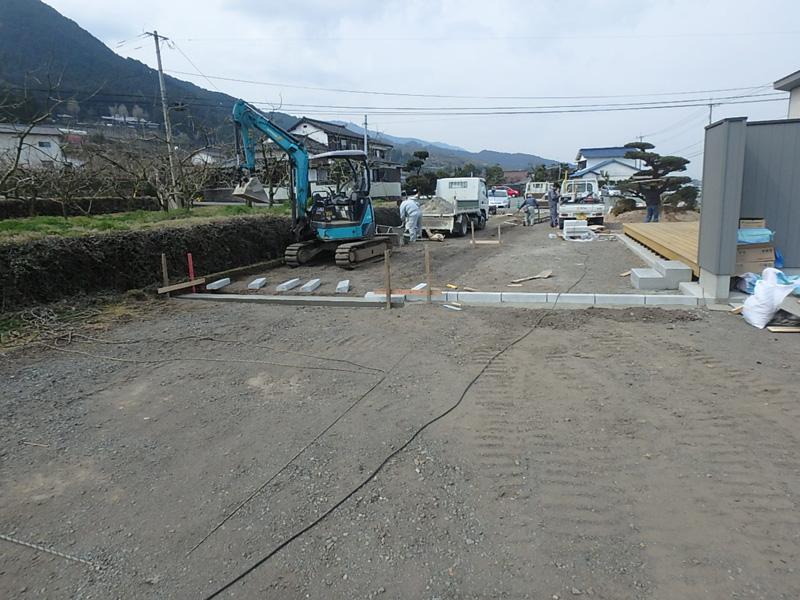 コンクリート舗装 砂利 縁石 擁壁 歩車道境界ブロック 地先境界ブロック