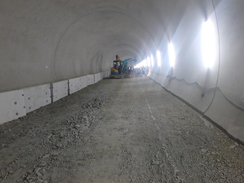 合瀬耳納トンネル 側溝設置 八女市 星野村 妹川