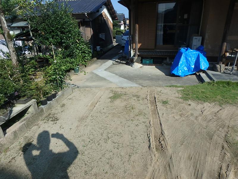 ダンプ 田舎 うきは市浮羽町朝田 庭先 降雨 ぬかるみ 雨水桝 雨水管 鉄筋 コンクリート 舗装
